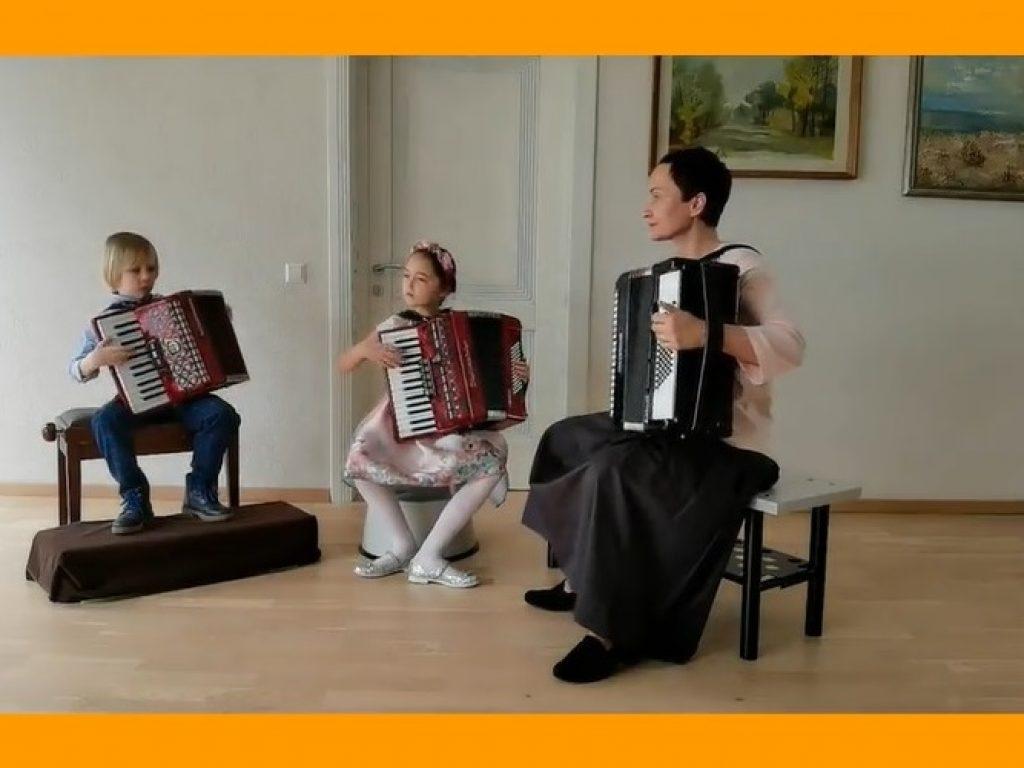 Šeimų muzikavimo koncertas Alytaus muzikos mokykloje